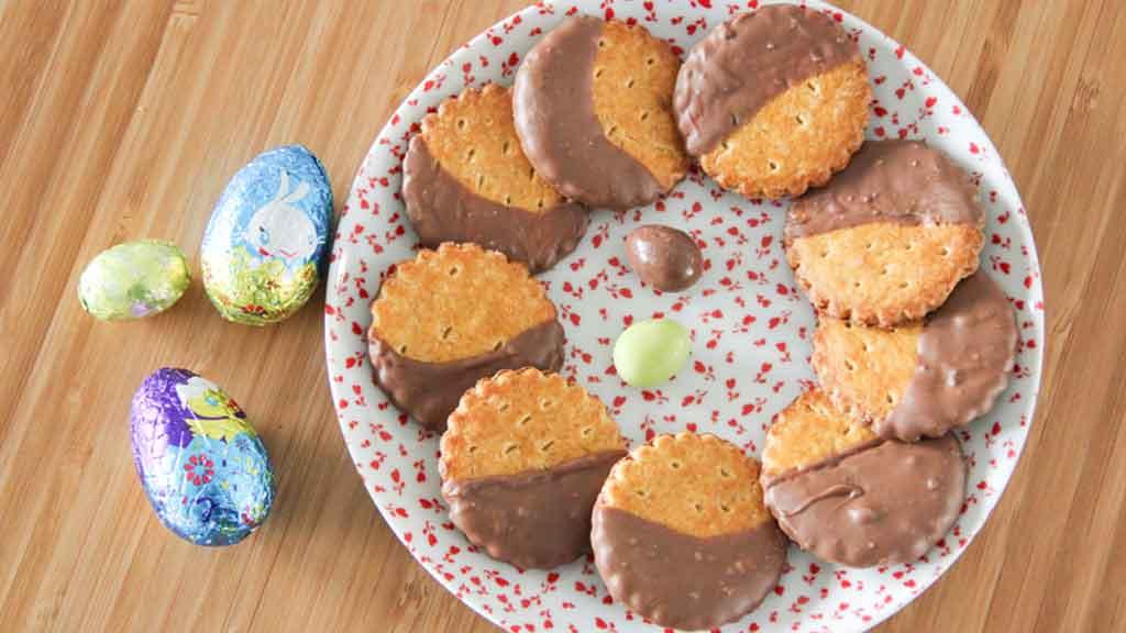 biscuits nappés au chocolat de pâques