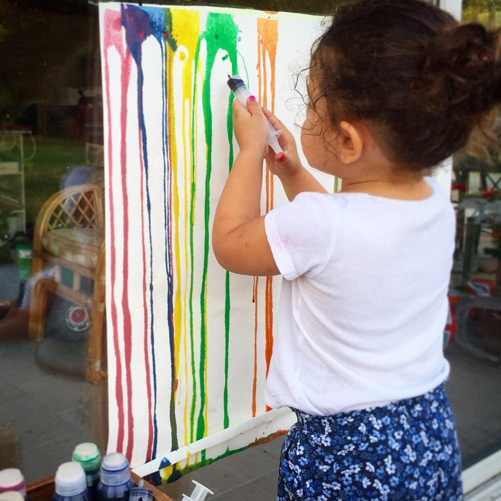 Peindre en extérieur avec une seringue